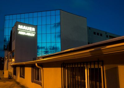 Рекламна фасада със светещи обемни букви MAUER ASSA ABLOY