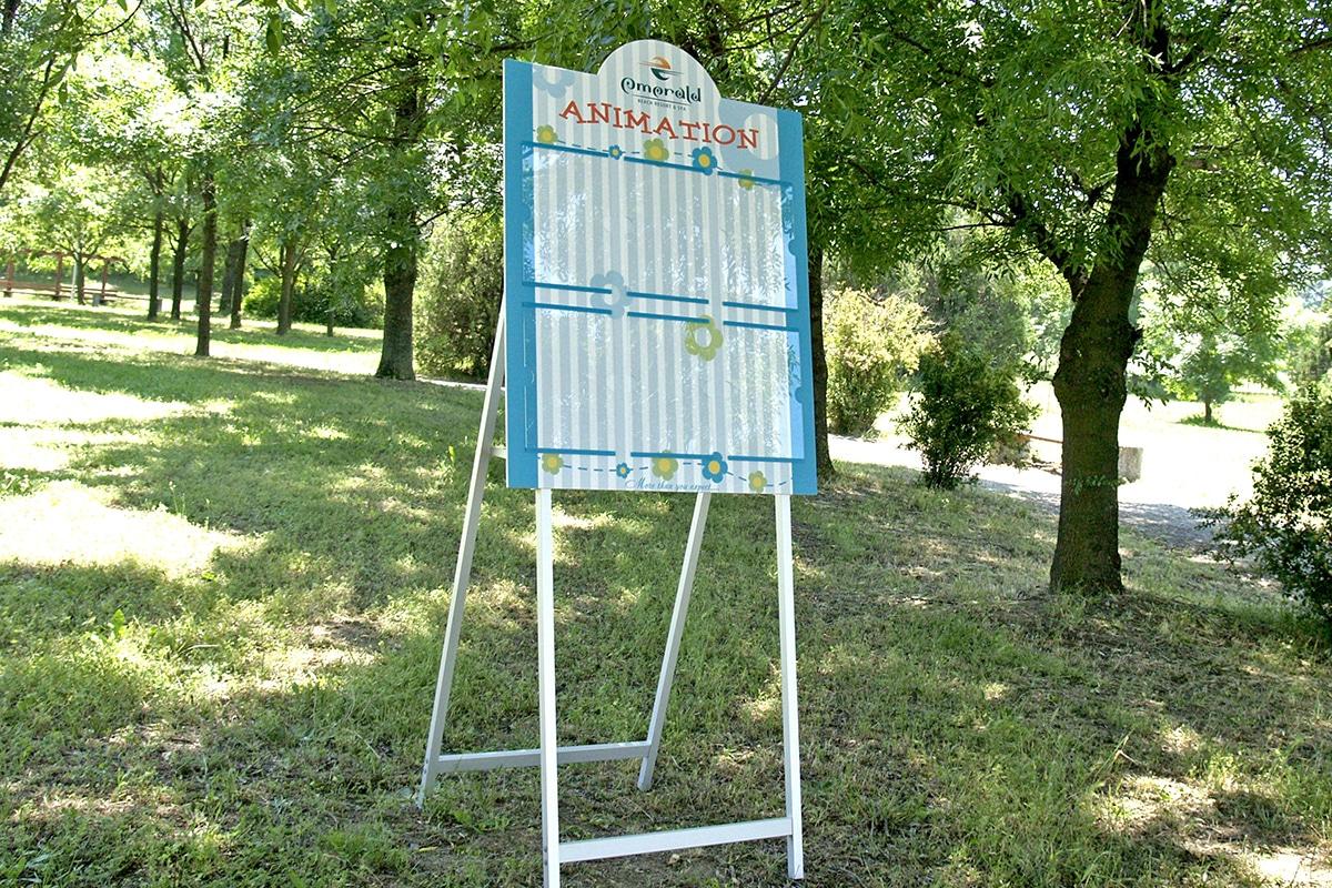 Информационни табло, по индивидуален дизайн, със сгъваеми крака и прозрачни джобове