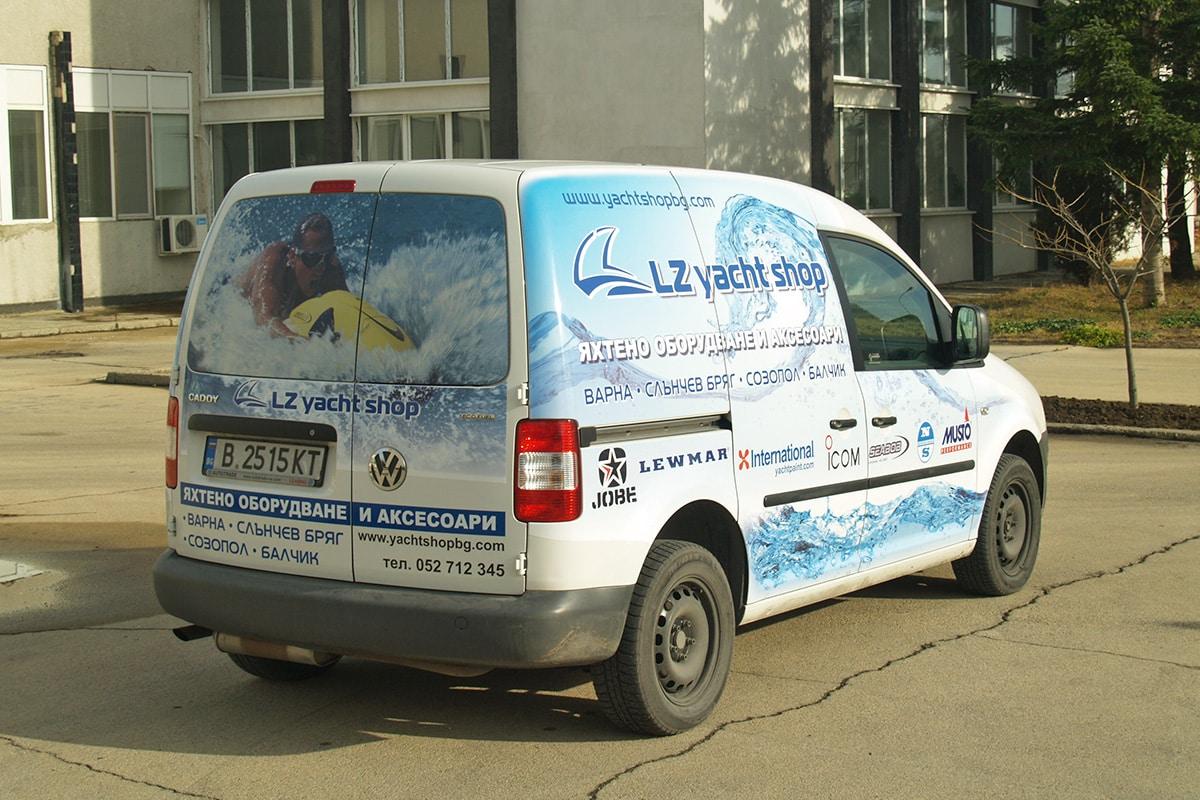 Широкоформатен печат на полимерно фолио за автомобил и на перфофолио за задните стъкла - ЛЗ Яхтинг
