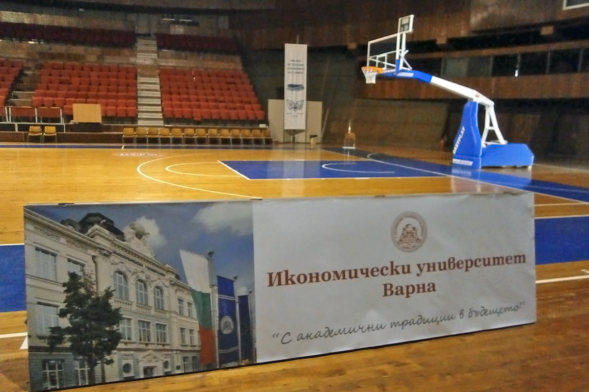 Банер - ИУ Спортна зала