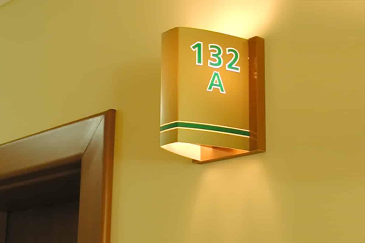 Табела с номера на стаи