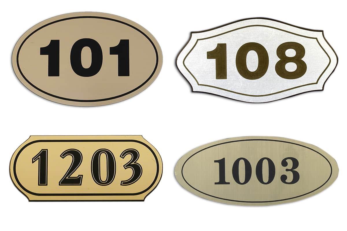 Табелки с номера на стаи
