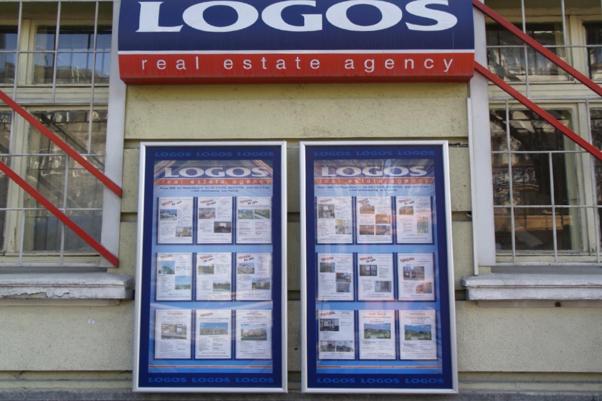 Затворено информационно табло, за външна стена - Логос