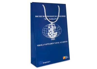 хартиена торбичка с лого на военноморско училище варна