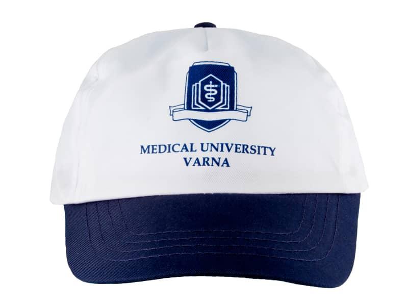 бяла шапкa със синя козирка, с печат на лого и рекламен надпис - medical university varna
