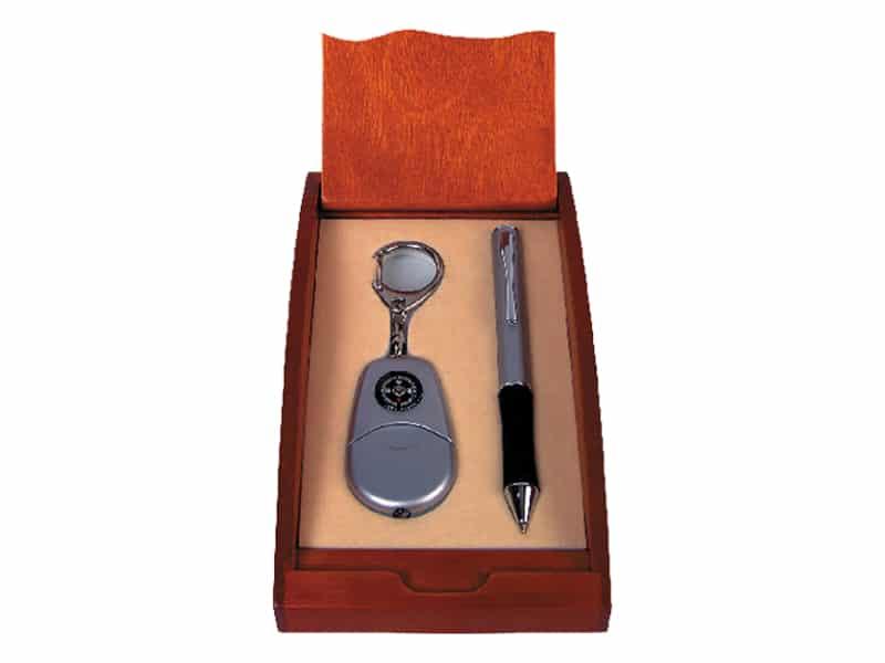 химикал, ключодържател с компас и фенерче