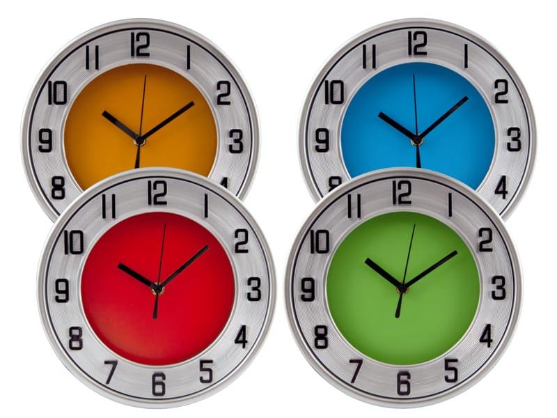 рекламни часовници с цветни циферблати