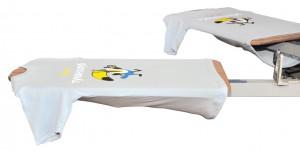 детска рекламна тениска на TUI, облечена на карусел за ситопечат