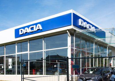 Светещ надпис за автосалон Dacia