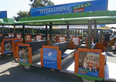 Туристическо влакче с реклама на шоу в хотел Интернационал, Златни пясъци