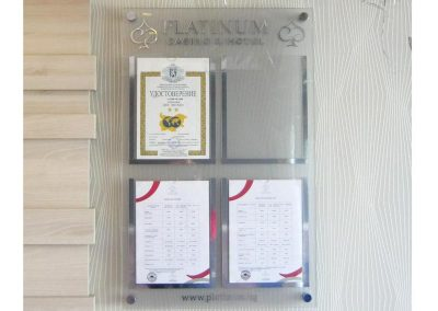 Информационно табло, основа плексиглас, хотел казино Platinum