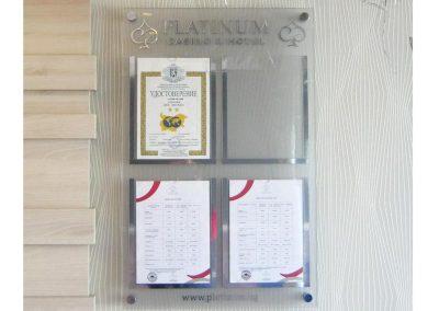 Информационно табло Platinum, от плексиглас с джобове за листи