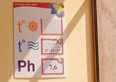 Информационно табло с джобове за басейн