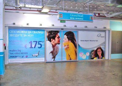 Брандирани врати в мол, реклама на Fraport