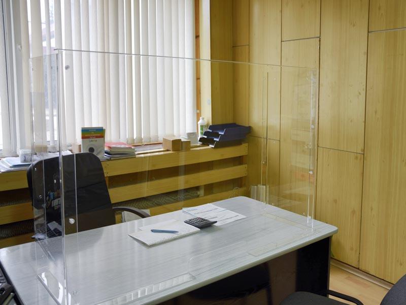 плексигласова преграда за бюро
