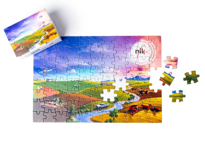 Снимка на кутийка и рекламен пъзел с лого NIK