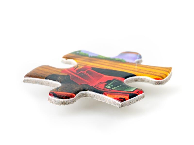 парче от пъзел с размер 28/26 мм, от два слоя мукава + картон с печат